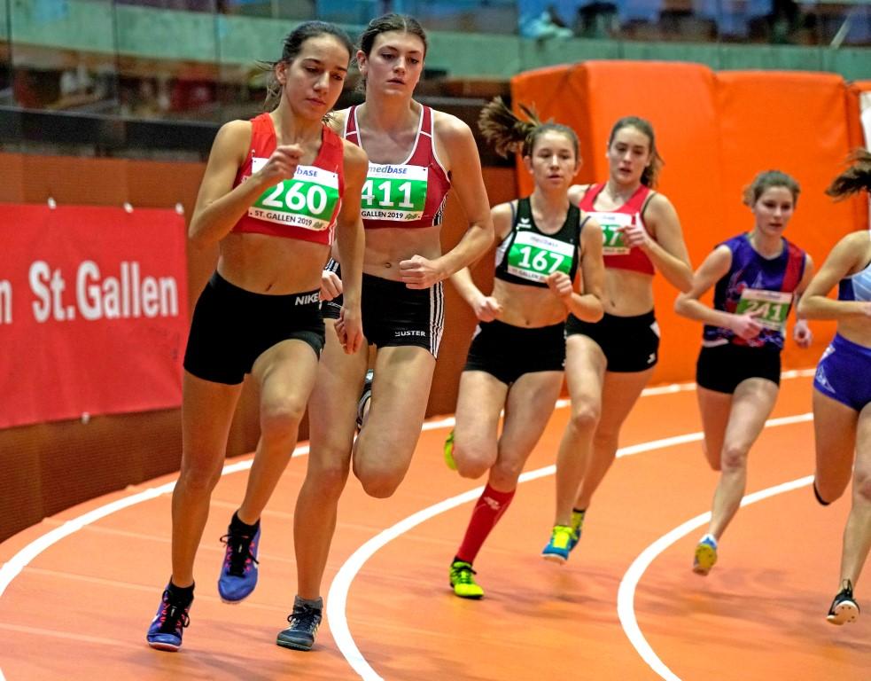 Samira im 800 m Lauf kurz nach dem Start