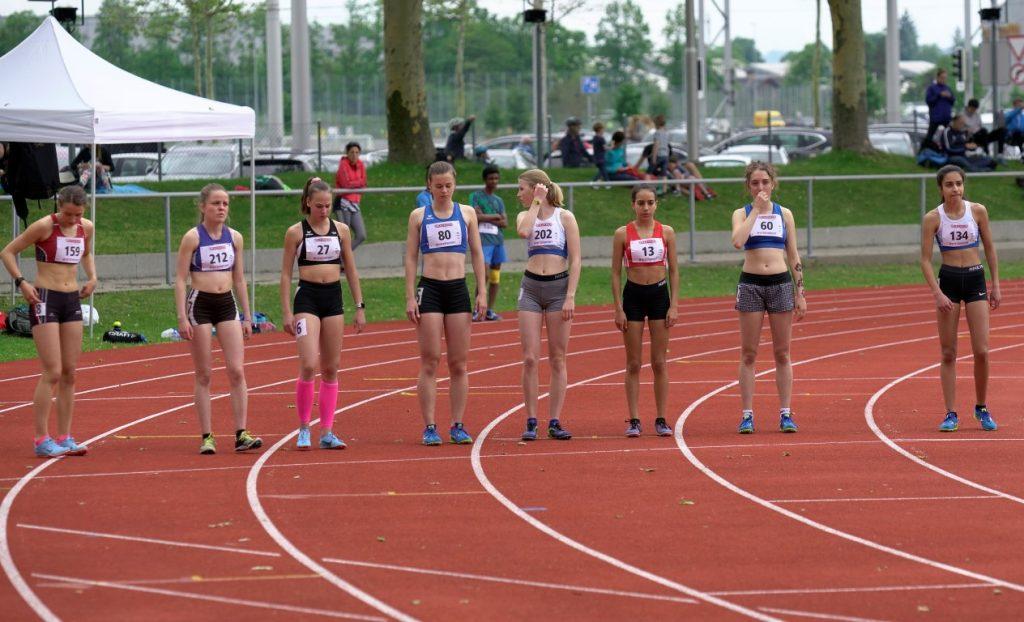 Samira am Start im starken Feld der 1500 m Läuferinnen