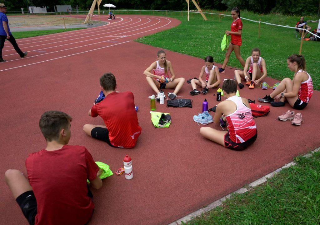 Nagelschuhe montieren für den 800 m Lauf