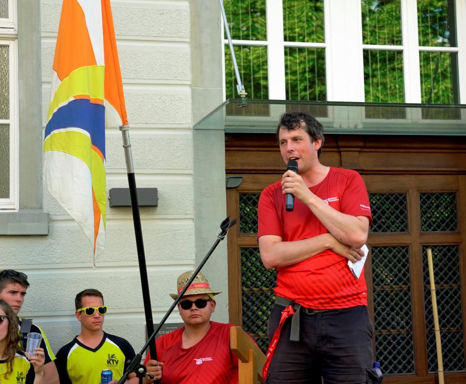Andre bei seiner Empfangsrede auf dem Gemeindehausplatz