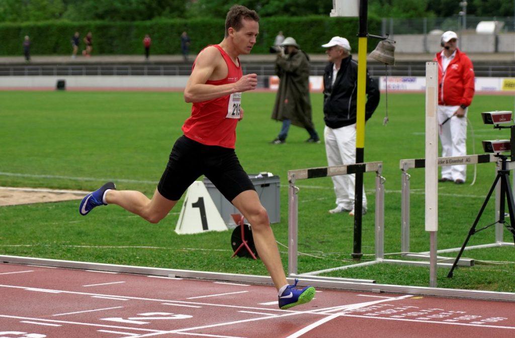 Daniel in Basel im Ziel als Laufsieger
