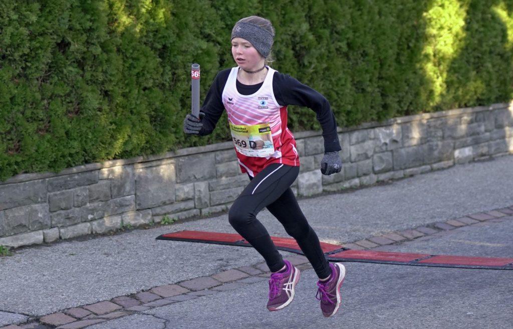 Melissa kurz vor dem Ziel im Staffellauf