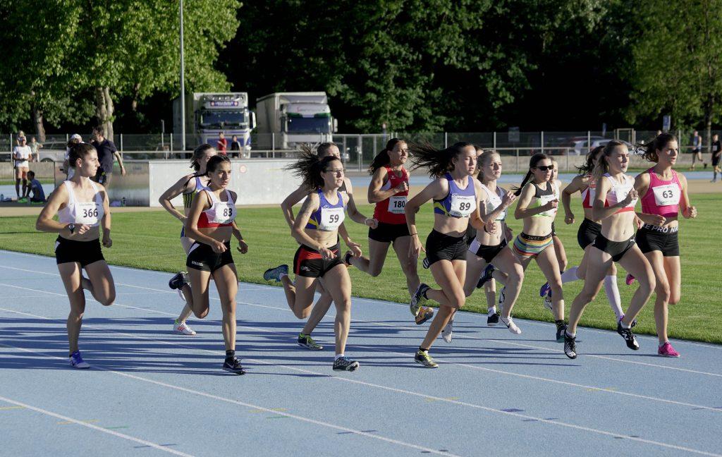 Samira im Feld über 1500 m