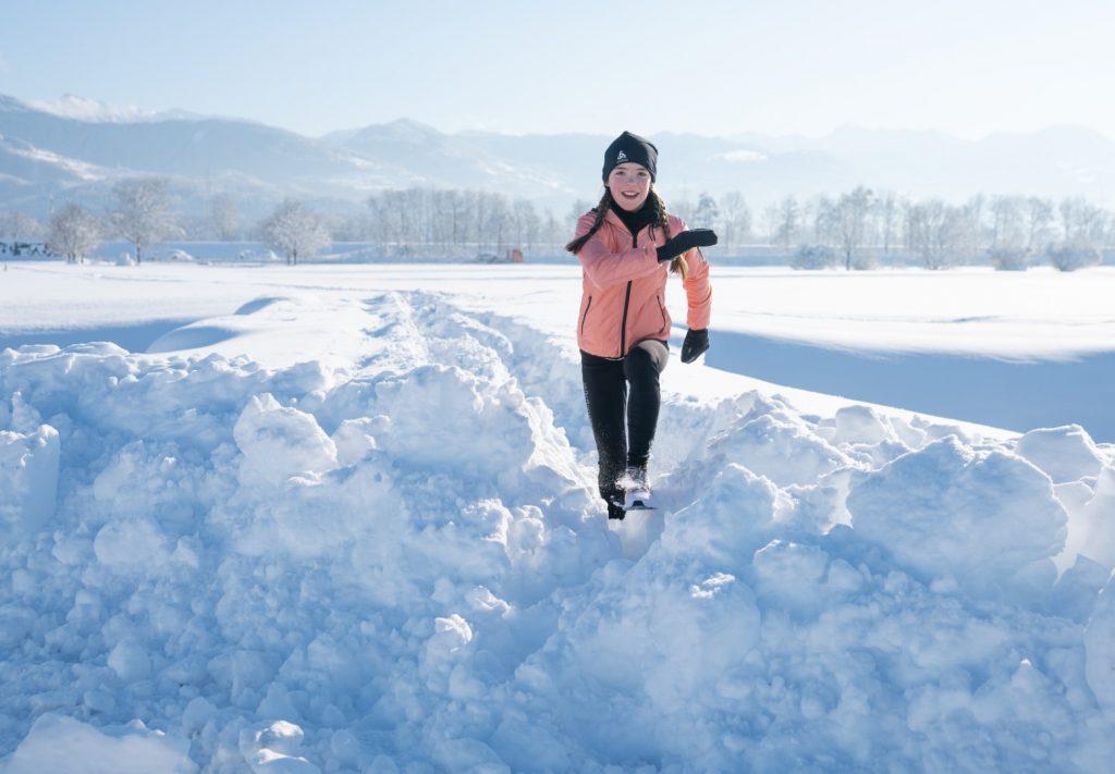Aino im tiefen Schnee